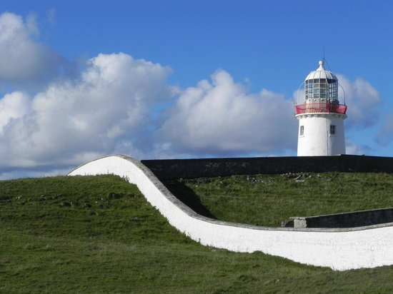 Dunkineely, Ireland: The lighthouse and compound