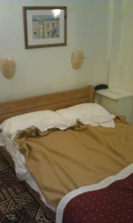 Beaver Hotel: A double bed (windows are on the right, bathroom - behind).