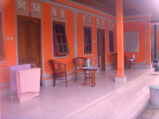 Senen Beach Inn: vue des chambres à 150000rp