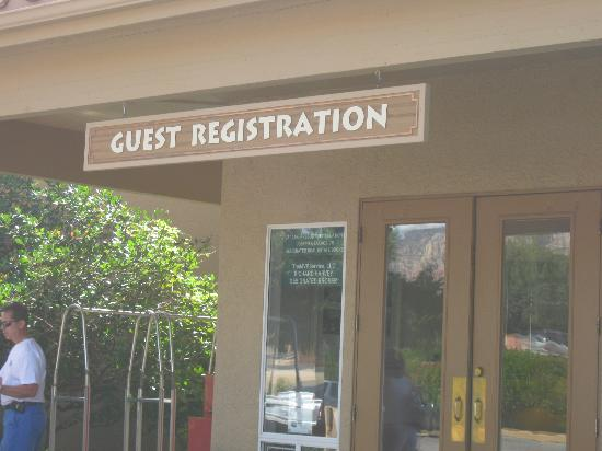 Sedona Springs Resort: Front Office