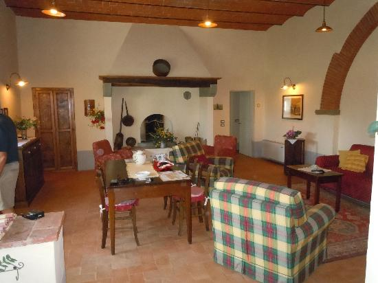 Cortona Resort - Le Terre dei Cavalieri: family room common area
