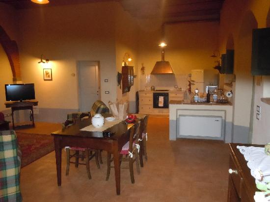 Cortona Resort - Le Terre dei Cavalieri: family room/kitchen