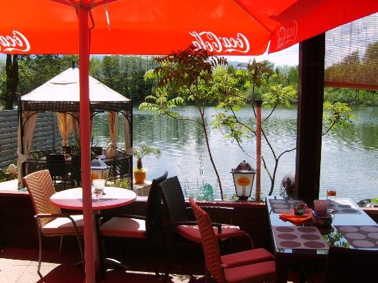Restaurant & Cafe Caldarium: Ausblick der idyllischen Seeterrasse