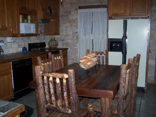 Country Inn & Cottages: kitchen