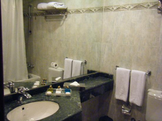 Grand Pyramids Hotel: bathroom