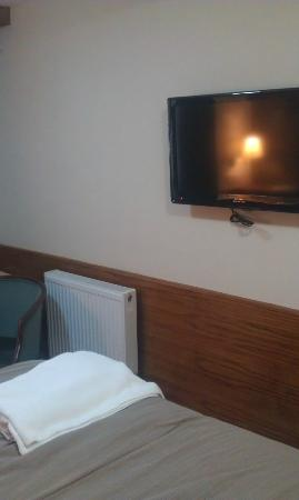 Leith House: Same wall with TV and heater.