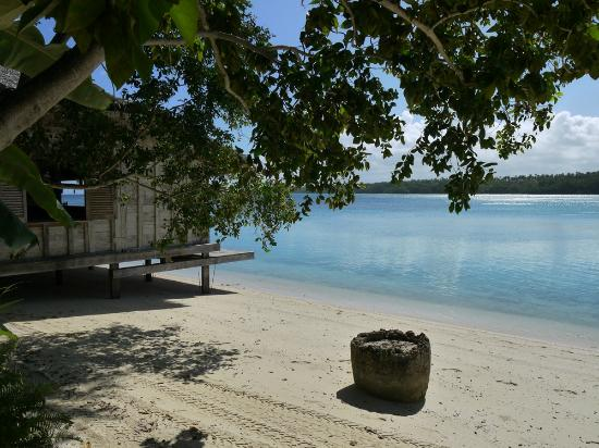 Ratua Island Resort & Spa: Crystal clear waters and white sands