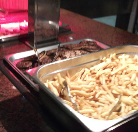 Holiday Village: Evening buffet - burgers, chips, hot dogs available every lunch and most dinner buffets