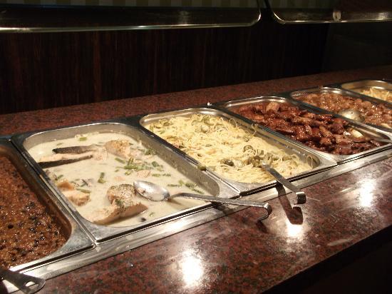 Holiday Village: Dinner buffet