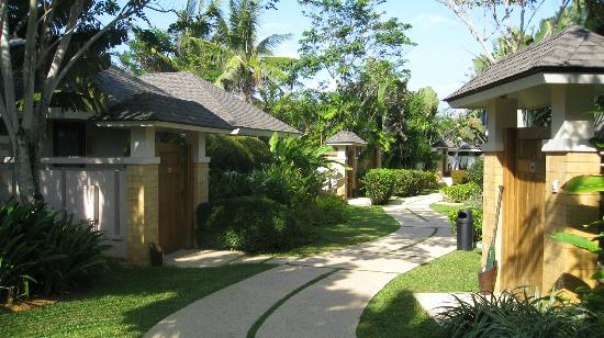 Amorita Resort: Pathway to the Garden and Ocean View Villas