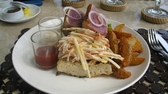 Amorita Resort: Spicy Seared Ahi Sandwich - unforgettable!!