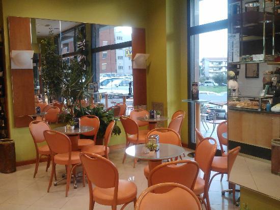 Caffetteria Bon Bon: una parte dell'interno della caffetteria