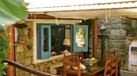 B&B Pietradonica: offene Küche im Garten