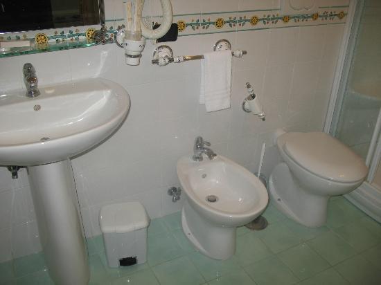 Grand Hotel Le Zagare: bathroom