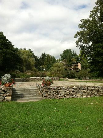 Buttermilk Falls Inn & Spa: Looking back at Inn from River