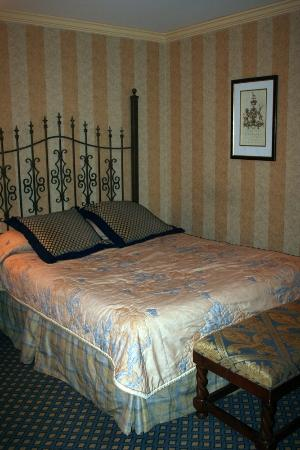 Place d'Armes Hotel: Our room