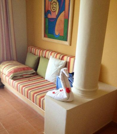 Grand Bahia Principe El Portillo: Towel art!