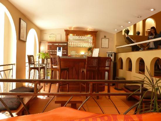 Hotel Carre Vieux Port Marseille: Pequeno bar no térreo.