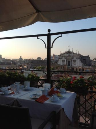 Colonna Palace Hotel: Rooftop breakfast