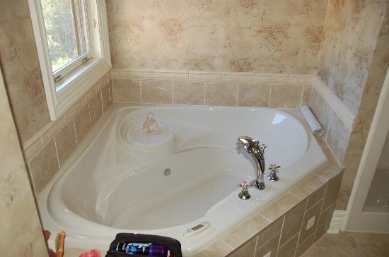 The Maple Inn: Tub