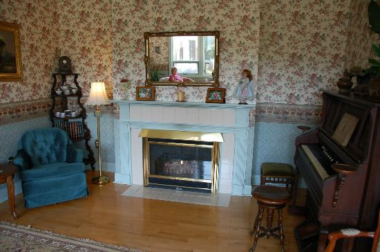 The Maple Inn: Parlor