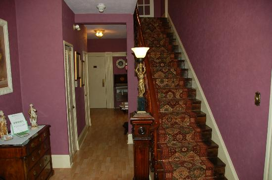 The Maple Inn: Entry way