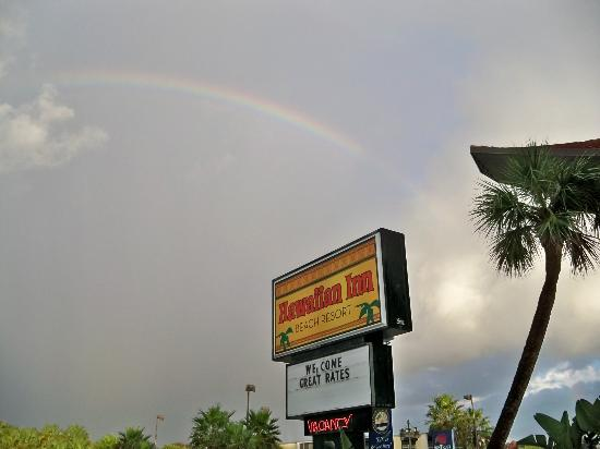 Hawaiian Inn: Rainbow for a great trip.