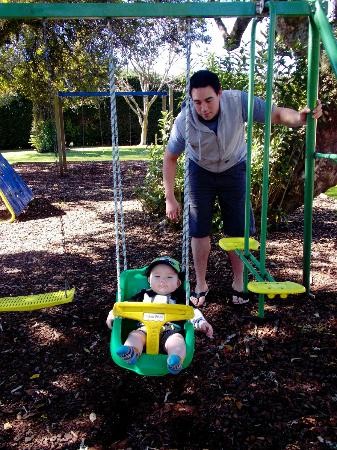 Motueka TOP 10 Holiday Park: playing on the awsome parks