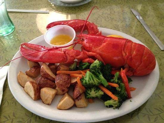 Stewart's Restaurant & Tavern Seafood: lets get ready for the lobster!!!
