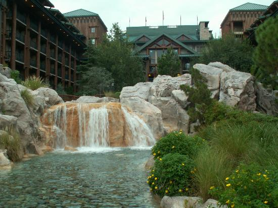 Disney's Wilderness Lodge: Resort grounds