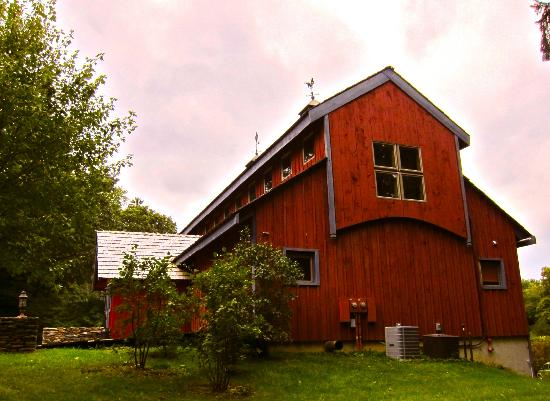 Buttermilk Falls Inn & Spa: barn on property