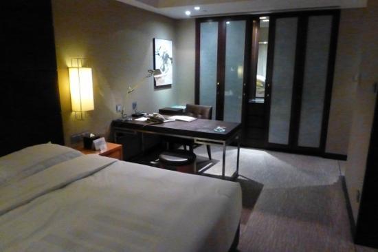 Grand Millennium Beijing: corner room