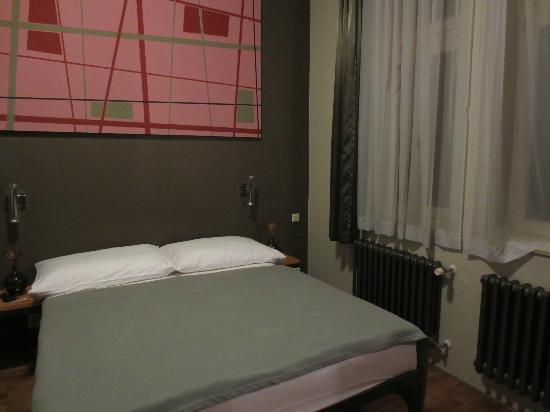 Miss Sophie's Hotel: big & comfy bed