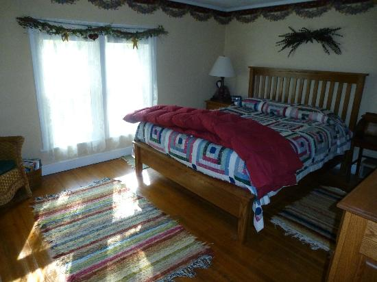 Rainbow Ridge Farms Bed and Breakfast: Burgundy Room