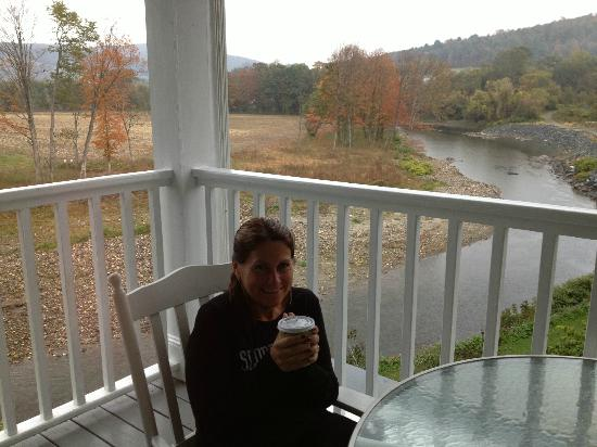 The Shire Woodstock: Deck where coffee was each morning - beautiful view!