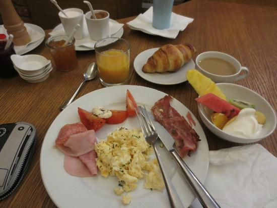 Miss Sophie's Hotel: delish breakfast