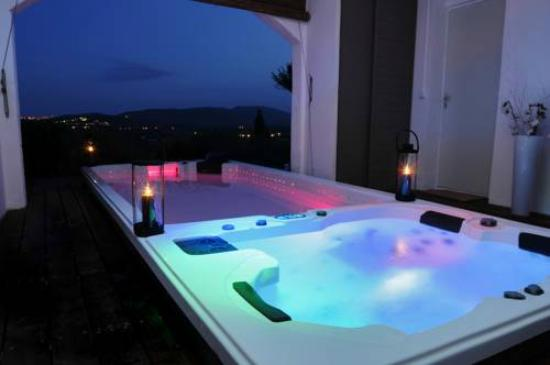Mouramour : Jacuzzi and indoor pool