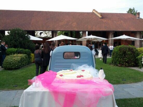 Robecco sul Naviglio, Italien: TORTA NUZIALE IN APECAR!