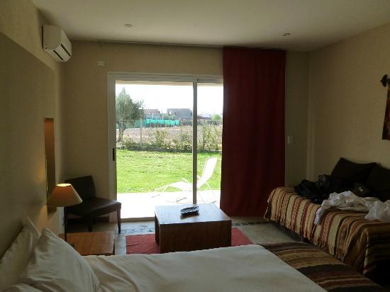 Villa Mansa Wine Hotel & Spa: Habitación. Mirando hacia el exterior