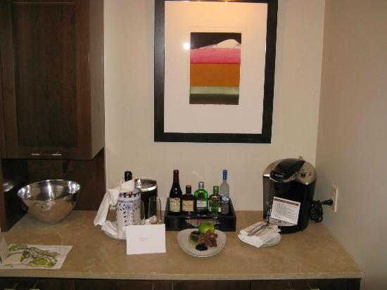 Four Seasons Resort Rancho Encantado Santa Fe: Bar area in the room entry