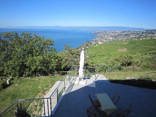 Villa Lavaux Boutique B&B: View from the outdoor sitting area!