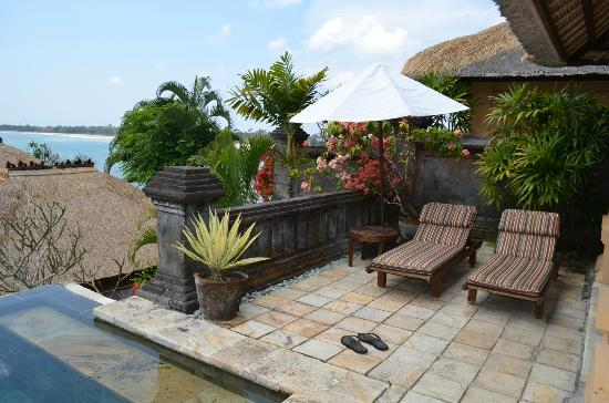 Four Seasons Resort Bali at Jimbaran Bay : Another view of the outdoor living space of the villa