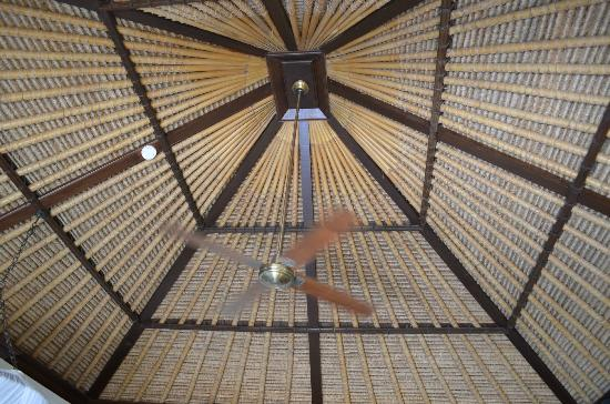 Four Seasons Resort Bali at Jimbaran Bay : Loved the tall thatched roof ceilings