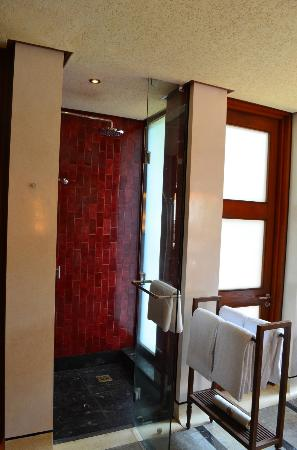Four Seasons Resort Bali at Sayan: Another bathroom shot