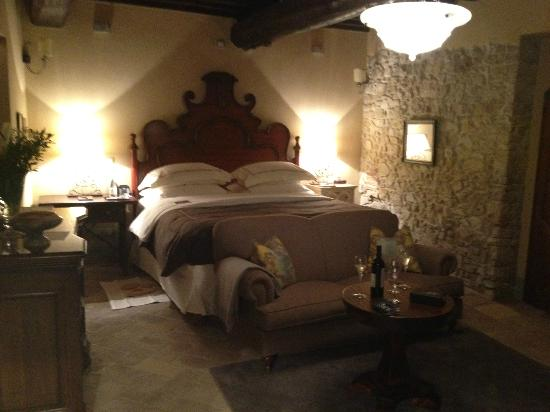 ‪‪Castello di Casole Private Estate & Spa‬: Nice and comfortable bed‬