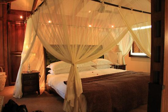 Arusha Coffee Lodge: bed area