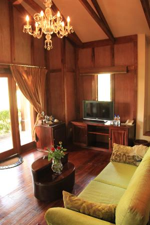 Arusha Coffee Lodge: living room area