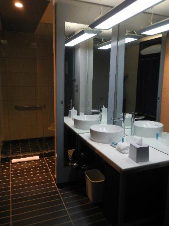 Aloft San Jose Hotel: chic bathroom