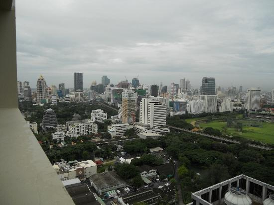 Mayfair, Bangkok - Marriott Executive Apartments: View from Roof top Pool/Bar