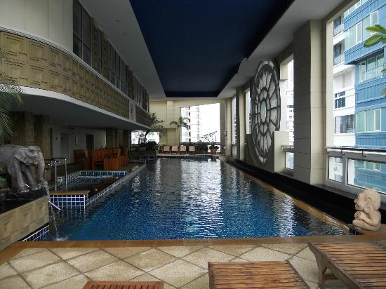 Mayfair, Bangkok - Marriott Executive Apartments: Pool